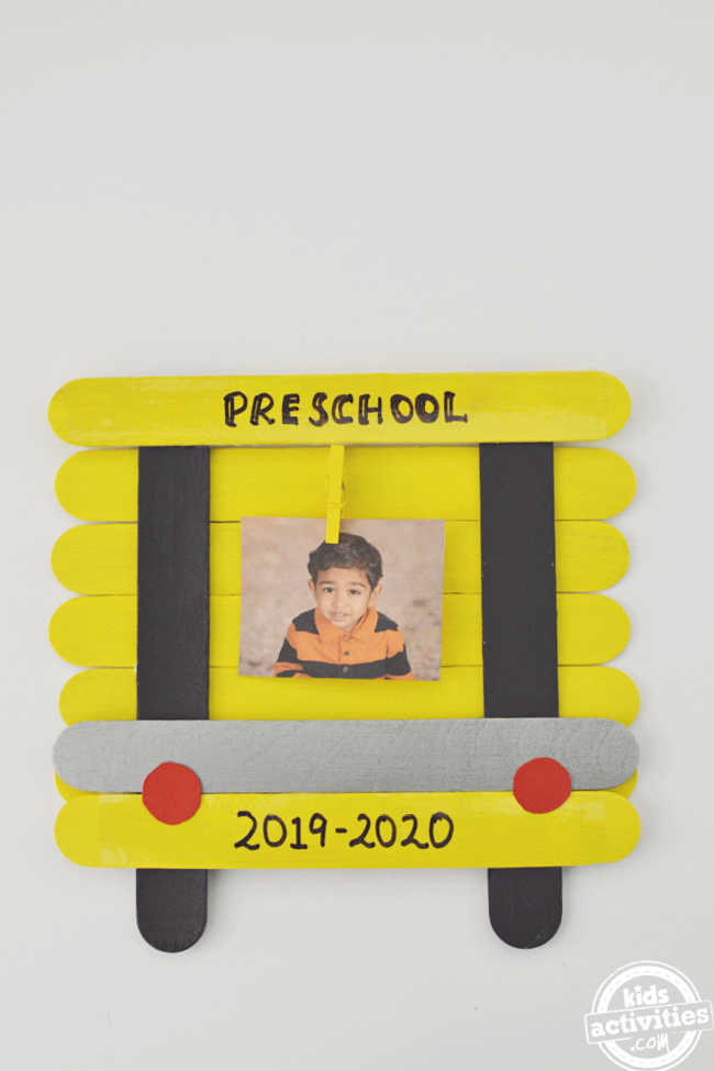 Display your Back to School Pictures in this DIY School Bus Picture Frame