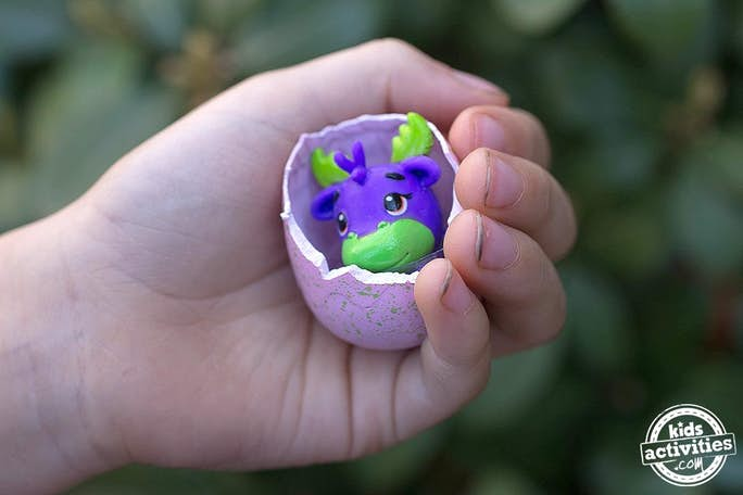 Hatchimal Inside Egg - hatch a Hatchimal by pushing thumb into shell until it cracks