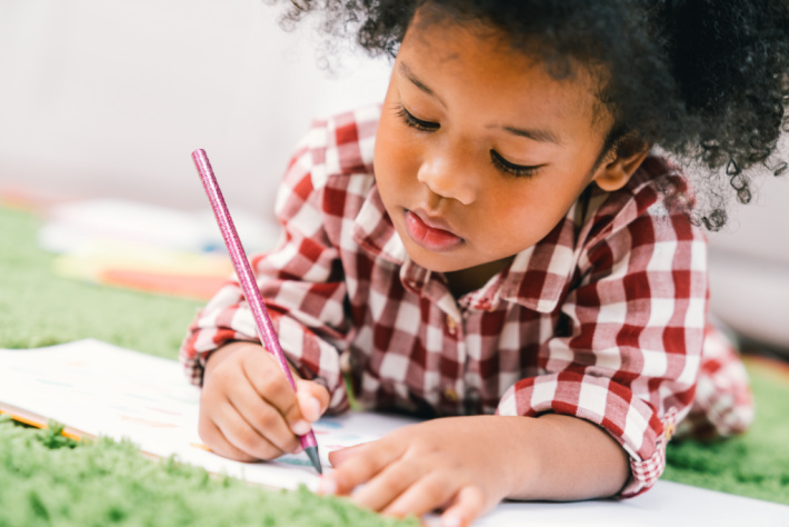 Young Child holding pencil correctly - Kids Activities Blog