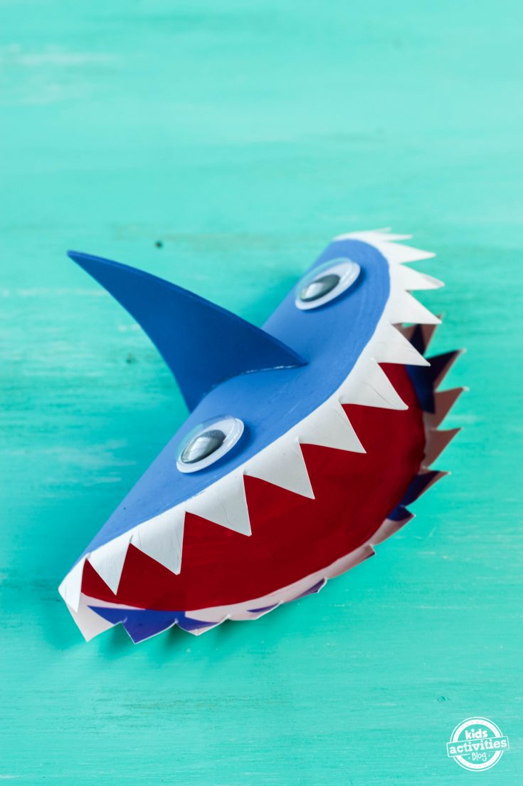 Shark paper plate craft for kids with moving mouth