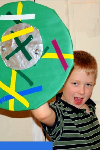 How to make a viking shield with cardboard and paper - Kids activities blog