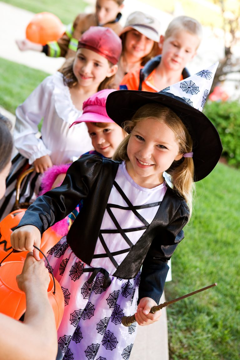 Chuck E. Cheese Is Giving Away 50 Free Tickets to Kids In Costume This October