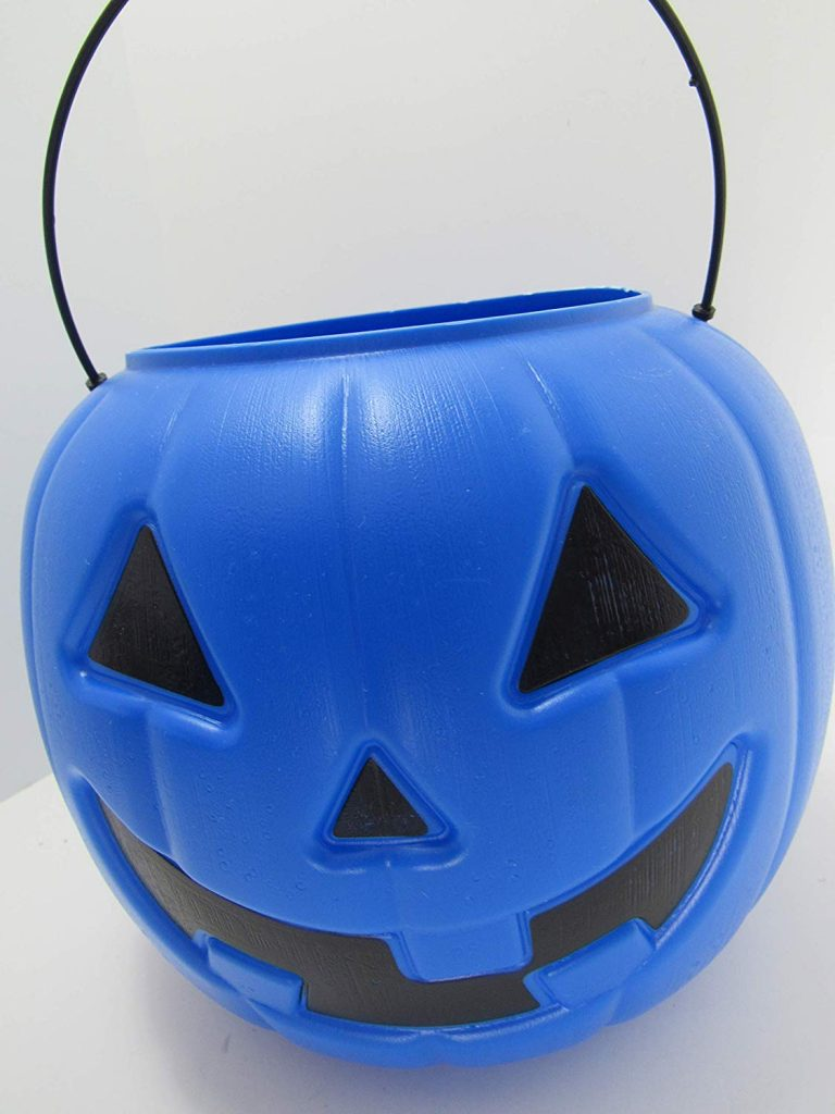 A Mom Is Encouraging The Use of Blue Halloween Buckets to Spread Autism Awareness