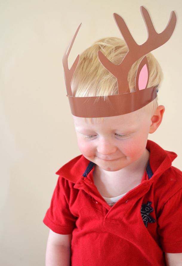 These printable reindeer headbands are the perfect Christmas crafts for kids.