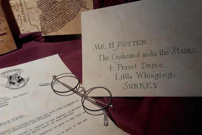 Harry Potter Escape Room online - Harry Potter glasses with  an addressed letter