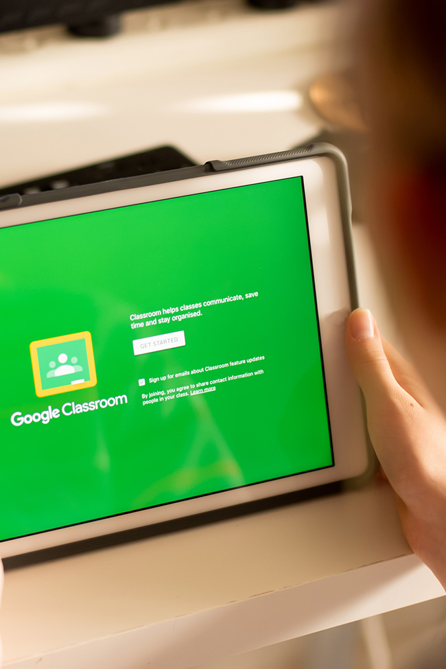 Popular learning platforms like Google Classroom and Seesaw can be confusing for students and parents. Check out these tutorials for step-by-step guides to help!