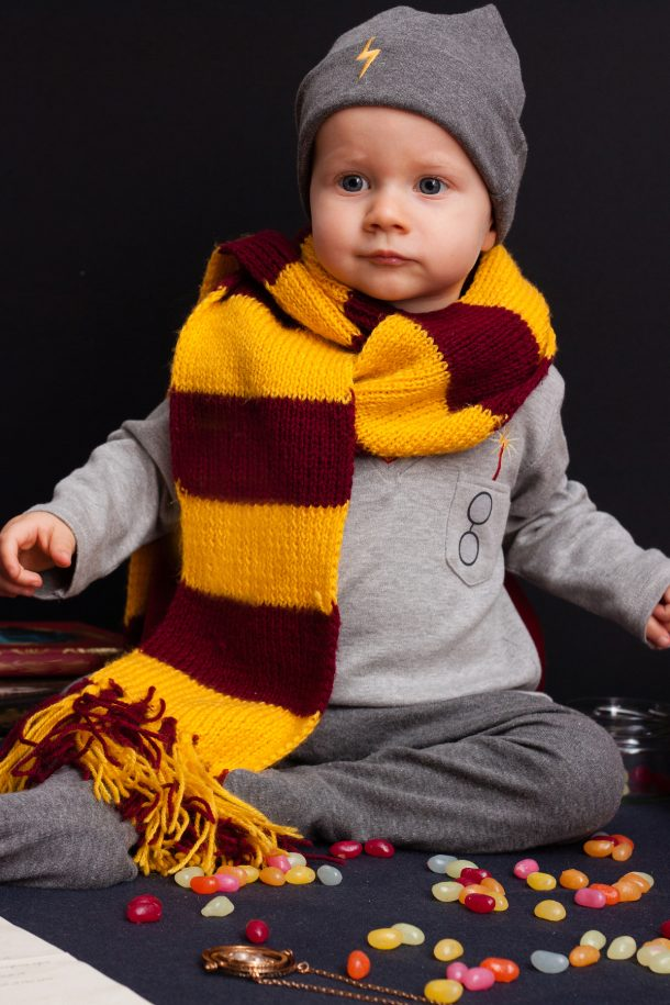 inexpensive halloween costume ideas- baby dressed as harry potter with simple costume