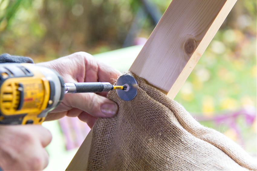 how to attach a burlap sack target to an archery stand