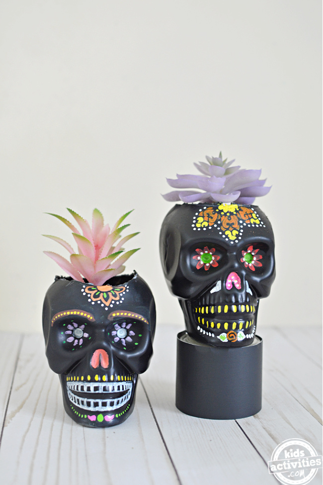 Sugar Skull Planter Ideas to Decorate Your Day of the Dead Altars