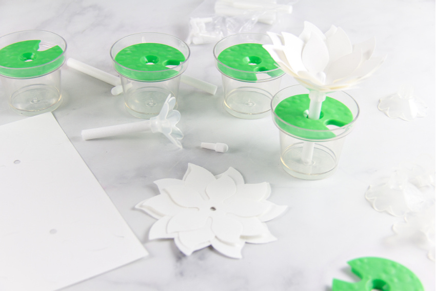 how to use the Crayola paper flower science kit
